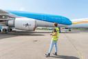 Een voormalig KLM-toestel bij Fokker Techniek op Aviolanda in Hoogerheide wordt door het bedrijf Mainblades met een drone geïnspecteerd op schade. Een Europese primeur dat dit mag in de buitenlucht, naast Vliegbasis Woensdrecht.
