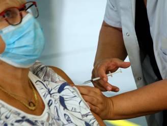 """Maar liefst 90 procent moet zich laten vaccineren om de Deltavariant in te dijken: """"Het wordt een race tegen de klok"""""""