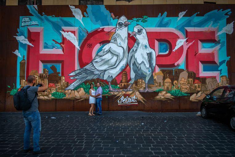 Een muurschildering (boven) schreeuwt 'hoop', maar die is in Libanon heel schaars. Beeld René Clement