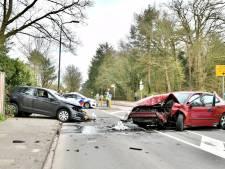 Zware crash in Bilthoven: auto's botsen frontaal op elkaar, twee gewonden