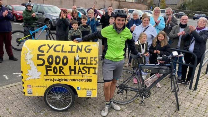 Josh (22) fietst 8000 kilometer voor goede doel en trotseert de ene tegenslag na de ander