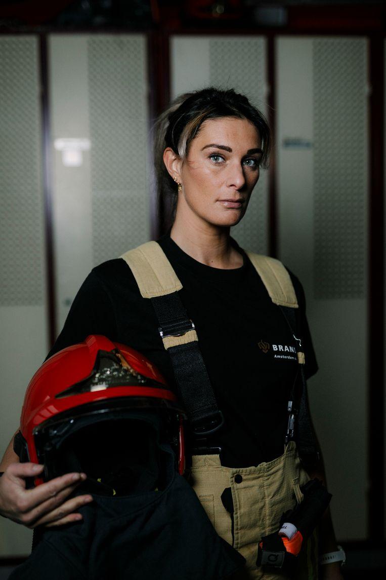 Brandweervrouw Linda van Beekhoven Beeld Marc Driessen