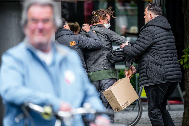 De demonstrant werd op de Parade in Den Bosch door beveiligers van Thierry Baudet mishandeld. Beeld Rob Engelaar