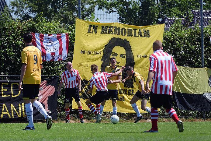 Vorig jaar speelden de supporters van NAC en Sparta in Sint Willebrord om de Andro Knel Bokaal.