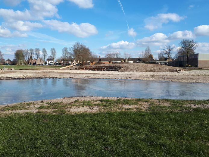 De nieuwe waterontdekplek achter de Willibrordusschool wordt 14 maart op de Nationale Boomplantdag verder ingericht door leerlingen en geopend.