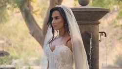 Mysterieus: Demi Lovato gespot in parelwitte trouwjurk