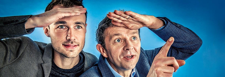 Bram Verbruggen (l.) en Frank Deboosere (r.), de weermannen van de VRT. Beeld Geert Van De Velde