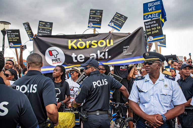 Demonstranten in Willemstad. Beeld