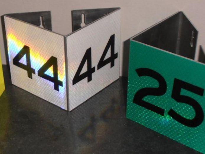 De nieuwe huisnummers zijn reflecterend.