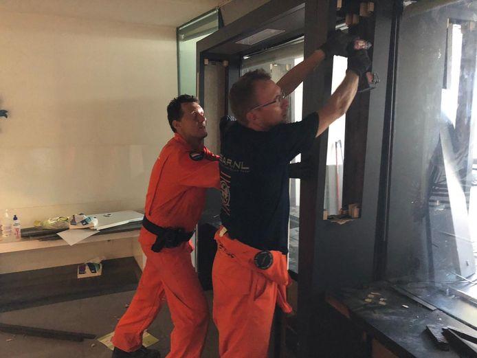 Het Usar-team hielp de Nederlandse ambassade in Beiroet bij het opruimen van dienstwoningen.