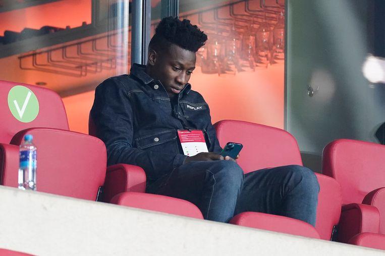 André Onana op de tribune van de Johan Cruyff Arena tijdens Ajax-PSV voor de beker op 10 februari. Beeld Pro Shots / Jasper Ruhe