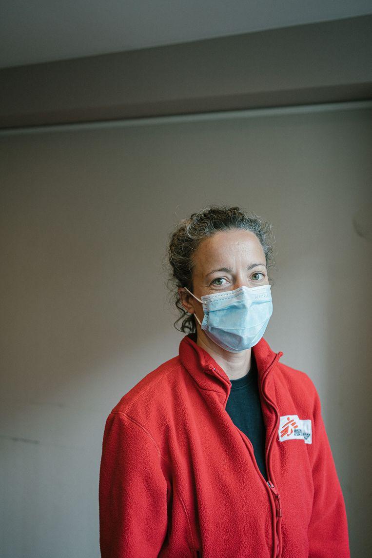 Lily Caldwell, coördinator voor het team van Artsen Zonder Grenzen: 'Het is al gebeurd dat sans-papiers uit schrik een valse naam opgeven. We zeggen dan dat het niet erg is, zolang ze die naam dan maar onthouden.' Beeld Wouter Van Vooren