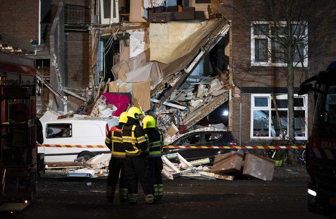 Schade nadat een pand aan de Jan van der Heijdenstraat deels is ingestort, mogelijk als gevolg van een gasexplosie.