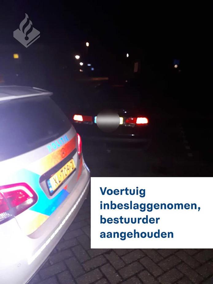 De politie heeft het voertuig in beslag genomen.