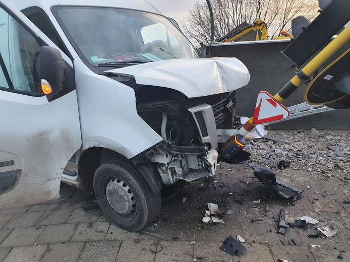 De twee wagens knalden om iets over 8 uur vanmorgen tegen elkaar in Kontich.