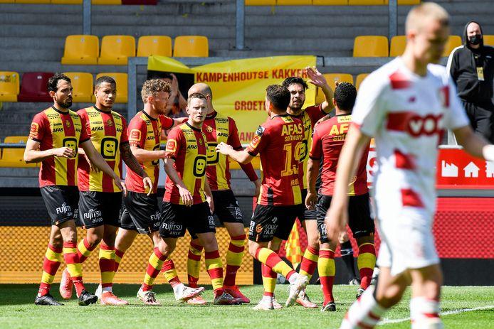 Plus réalistes, les Malinois ont infligé une nouvelle défaite au Standard et restent en tête des Europe playoffs.
