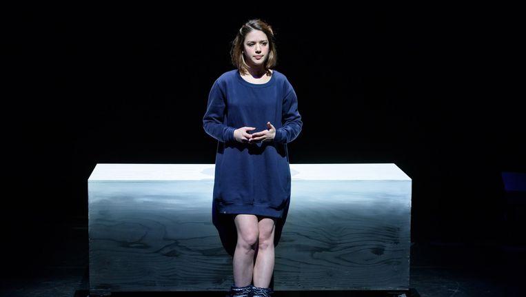 Jamie Grant als Laura Maaskant in de voorstelling LEEF!. Beeld Annemieke van der Togt