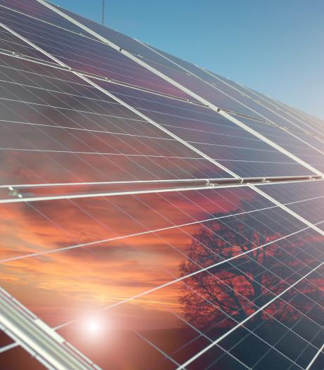 1427 panelen: Milieustraat in Oosterhout krijgt morgen een zonnedak