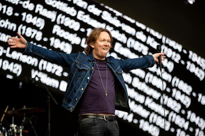 Van Dik Hout met leadzanger Martin Buitenhuis.