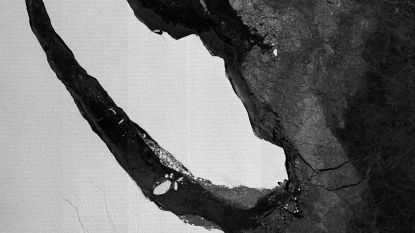 Gigantische ijsberg van biljoen ton begint na een jaar plots weg te drijven