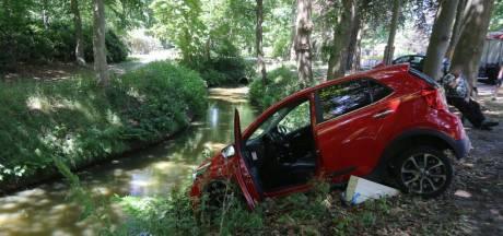 Automobilist raakt van de weg en rijdt net niet de sloot in bij Sint Michielsgestel