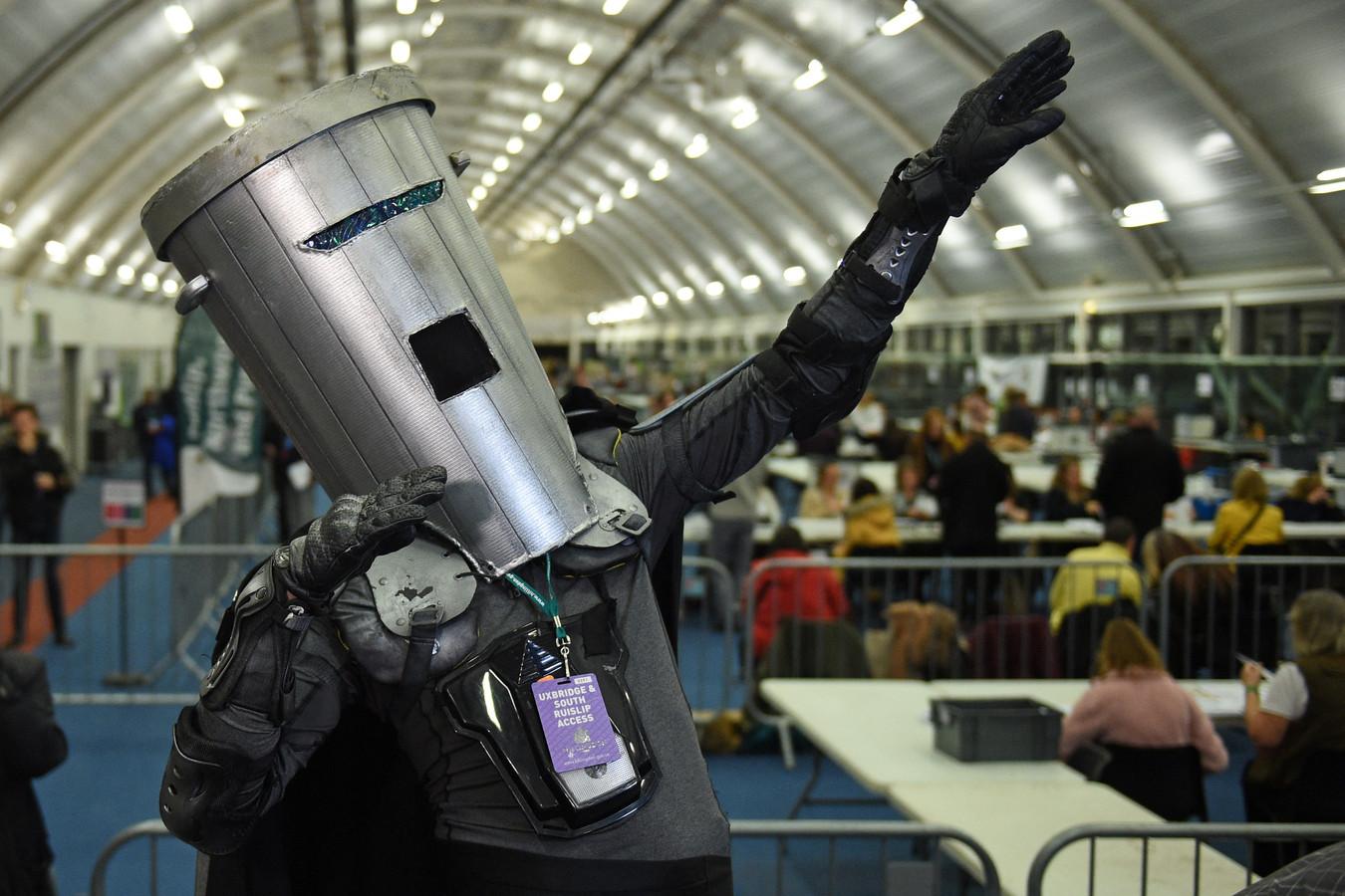 Count Binface, een van de concurrenten van Fosh.