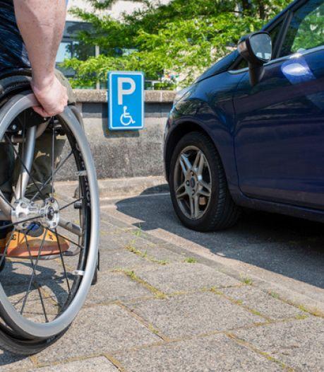 Parkeerkaart voor gehandicapten duur in Almelo maar er zijn geen klachten