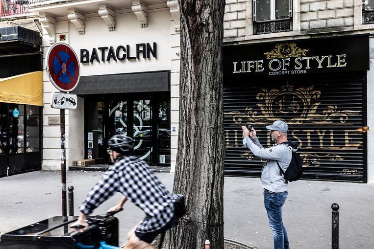 Concertzaal Bataclan. Matthieu Suc, journalist bij het online platform Mediapart: 'Door de vele aanslagen in Frankrijk is de samenleving verhard.Voor veel mensen zijn het migratieprobleem en terrorisme nu één pot nat.'  Beeld Franky Verdickt