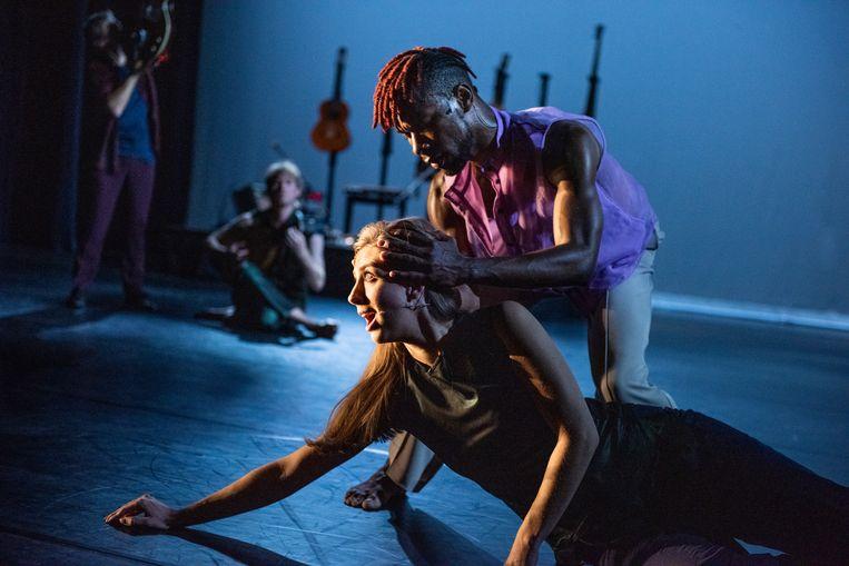 Solas door LeineRoebana, met danser Uri Eugenio en sopraan Elisabeth Hetherington. Beeld Anna van Kooij