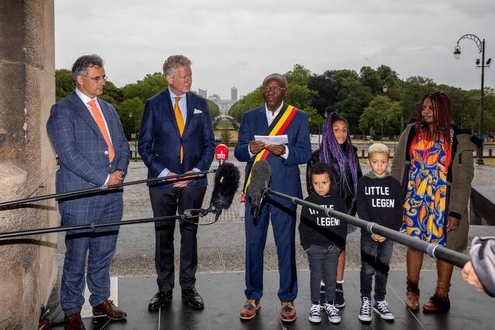 Joachim Coens, président du CD&V, Pieter De Crem, ministre de l'Intérieur et Pierre Kompany, bourgmestre de Ganshoren. Ce dernier était accompagné de membres de sa famille.