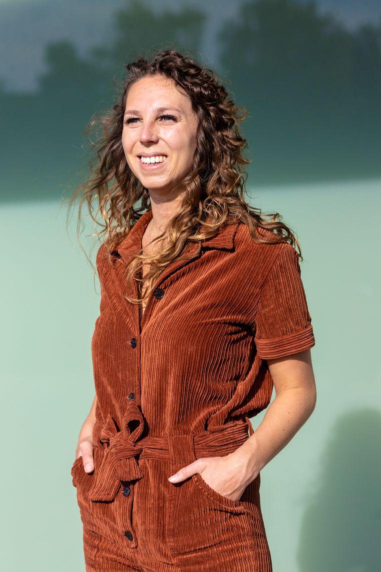 Economieredacteur Marieke de Ruiter  wilde het echte verhaal achter de bezorgers en onderaannemers van pakketbedrijven achterhalen. Beeld Ines Vansteenkiste-Muylle