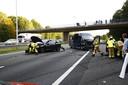 Op de A50 bij Heerde zijn meerdere auto's met elkaar in botsing gekomen.