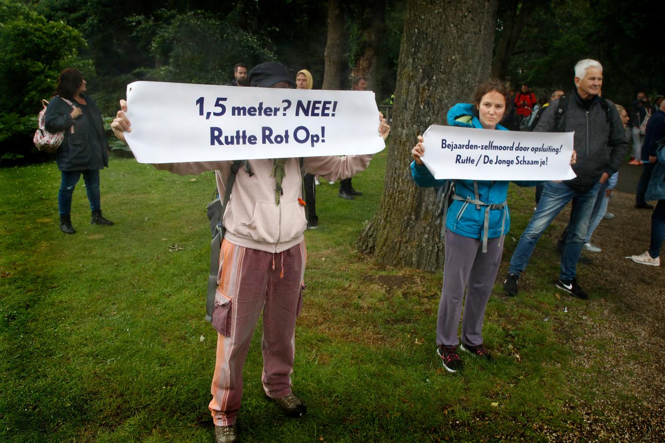 Een groep van tweehonderd demonstranten trok naar Park Oog in AL