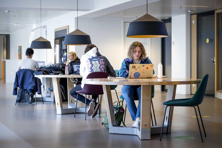 Studenten aan het werk in de dependance van de Universiteit van Leiden.  Beeld ANP