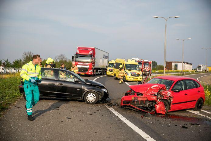 Hulpdiensten ter plaatse na het ongeval bij Duiven.