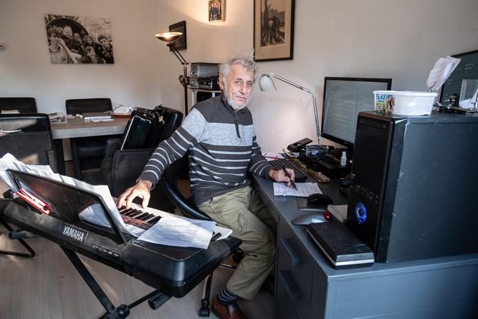 Ernst Pels op zijn werkplek.
