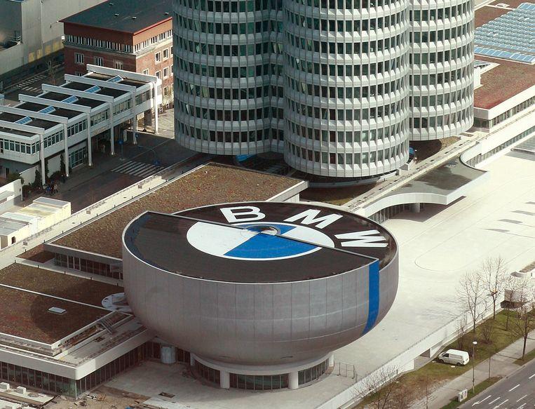 Het hoofdkantoor van BMW in München, Duitsland. Beeld null