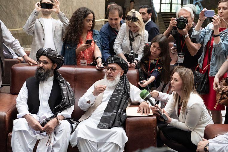 Leden van de Taliban in een hotel in Moskou ten tijde van een door Rusland geleid vredesberaad in 2019.  Beeld Joel van Houdt