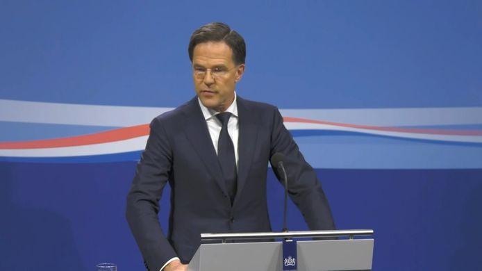 Vrijdagmiddag verdedigde premier Mark Rutte nog het besluit om de scholen open te houden.