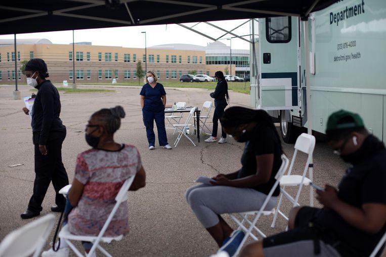 Een vaccinatielocatie in het Amerikaanse Detroit. Beeld REUTERS