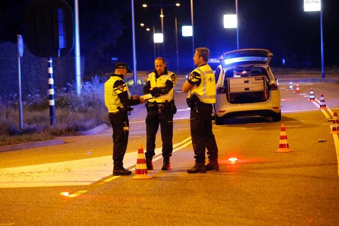 Onderzoek op de Kanaaldijk ZW in Helmond waar is geschoten op een gestolen bestelbus.