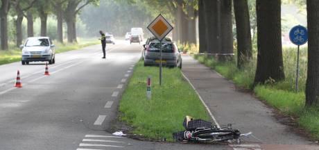 Fietsster ernstig gewond na aanrijding in Elburg