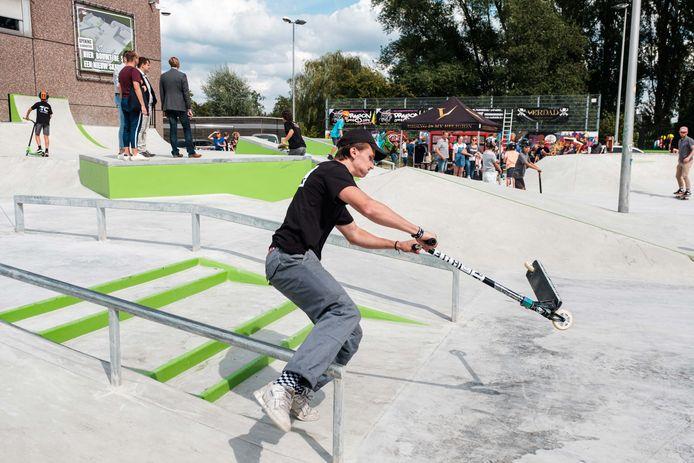 De jeugddienst organiseerde een skatewedstrijd tijdens het openingsfeest.