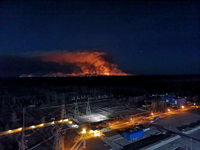 De vuurzee, gezien vanaf de centrale in Tsjernobyl, is de rampplek op een kilometer na genaderd.