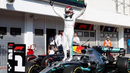 """""""Mijn banden zijn dood"""": Hamilton viert op Hungaroring na heerlijk én tactisch gevecht met Verstappen"""