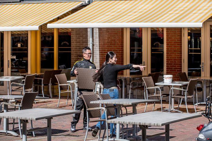 Horeca ondernemers in de weer om alles goed voor elkaar te hebben bij restaurant Yip en Yang.