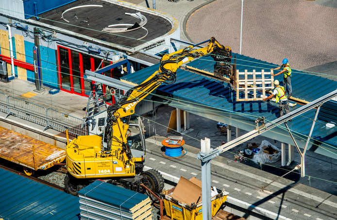 De verbouwing van NS-station Rotterdam-Alexander is ongeveer negen maanden later klaar dan gepland.