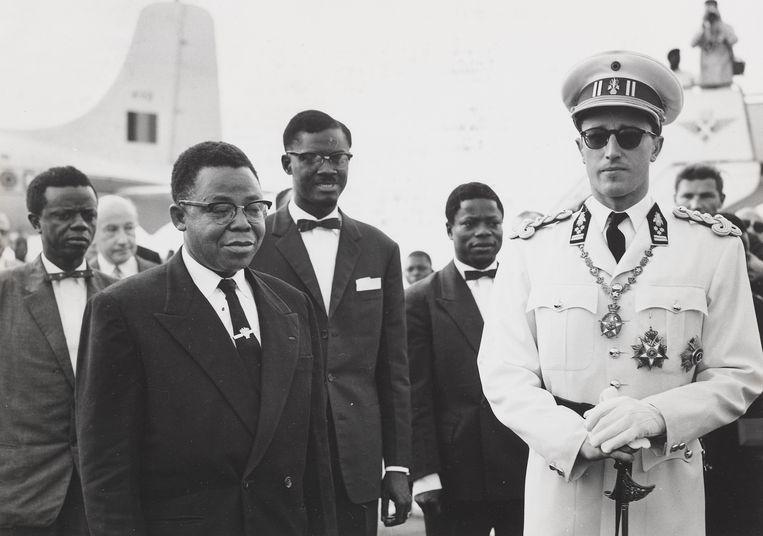 Joseph Kasavubu, de nieuwe president van de Republiek Congo, premier Patrice Lumumba en koning Boudewijn, op 29 juni 1960 in Leopoldville, de dag voor het uitroepen van de onafhankelijkheid. Beeld RV Collectie KMMA Tervuren