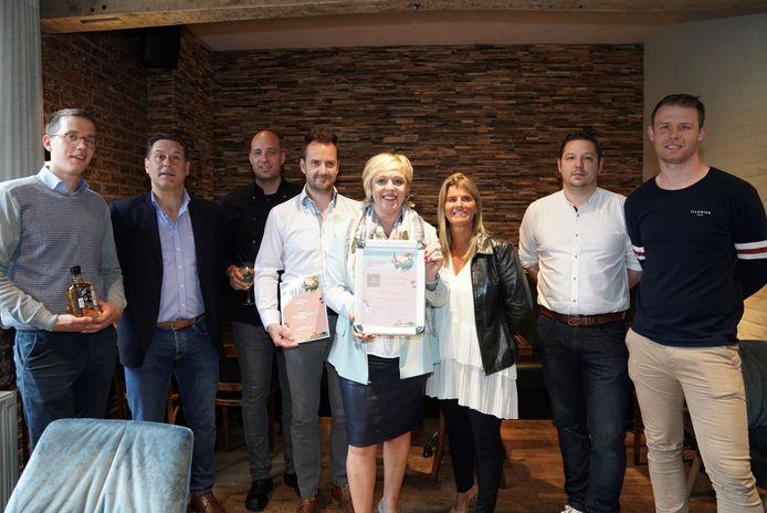 Schepen van Toerisme Hilde Vautmans samen met enkele deelnemende restaurantuitbaters.