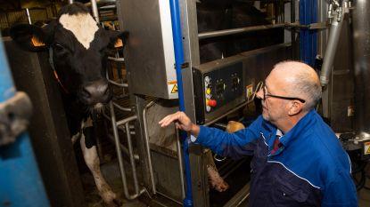 Deze hypermoderne melkrobot van PITO herkent elke koe